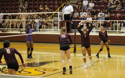 Varsity Volleyball Gains Experience in Tournaments