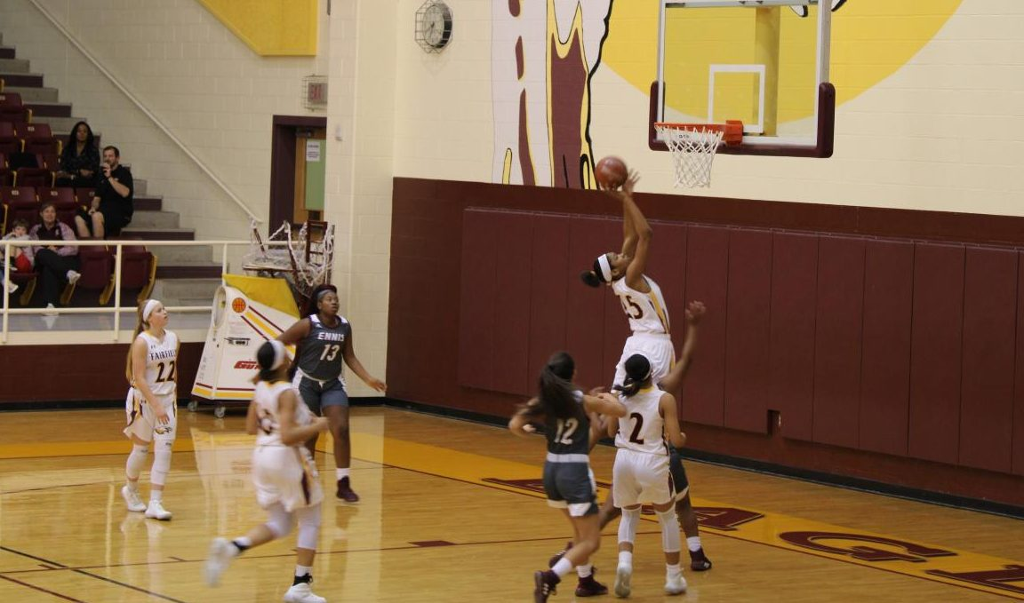 Junior Essence Watkins shoots from the block. Photo by Nereyda Espinoza.