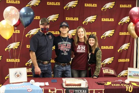Dane Allman, pictured with parents Rusty and Angie Vondra and sister Hadley, prepares to sign with Texas A&M University, Texarkana.